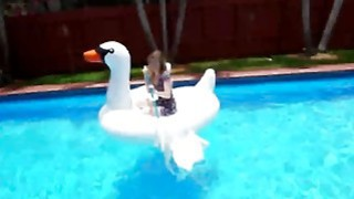 Daisy Chainz Fucking Pool Boy Big Dick Blowjob