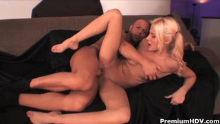 Teen blonde Madison Ivy screams while getting nailed