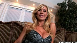 All fake blonde mommy Amber Lynn gets her pussy eaten