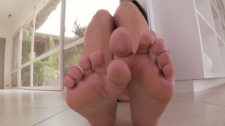 Brunette Alexa Nicole shows off her manicured feet
