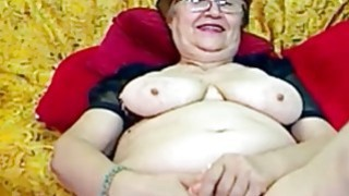 Redhead granny with glasses pleasered herself
